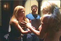 Кейт Лайбен засветила грудь в сериале «Шоу Криса Айзека» фото #4