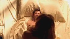 Голая Келли Брук в сериале «Военная хроника» фото #3