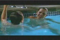 Голая Ким Диккенс в сериале «Развал» фото #12