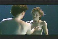 Голая Ким Диккенс в сериале «Развал» фото #14