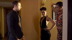 Голая Кира Нуар в сериале «Подчинение» фото #3