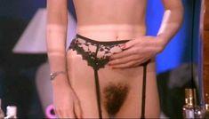 Полностью голая Клаудия Колль в фильме «Все леди делают это» фото #14
