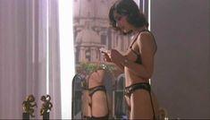 Полностью голая Клаудия Колль в фильме «Все леди делают это» фото #15