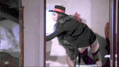 Полностью голая Клаудия Колль в фильме «Все леди делают это» фото #51