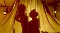 Голая грудь Клеманс Поэзи в фильме «Заговор против короны» фото #1