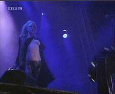Голая грудь Кортни Лав на видео Hole Concert In Sydney фото #5