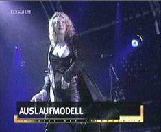 Голая грудь Кортни Лав на видео Hole Concert In Sydney фото #6