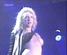 Голая грудь Кортни Лав на видео Hole Concert In Sydney фото #7