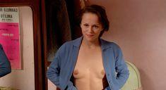 Совершенно голая Кристин Буассон в фильме «Идентификация женщины» фото #7