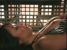 Голая Кристин Нгуйен в фильме «Девочки в бикини с потерянной планеты» фото #1