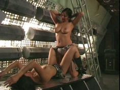 Голая Кристин Нгуйен в фильме «Девочки в бикини с потерянной планеты» фото #3