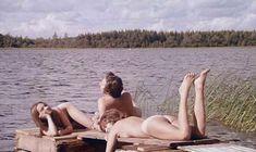 Совершенно голая Кристина Линдберг в фильме «Дочь Бога» фото #1