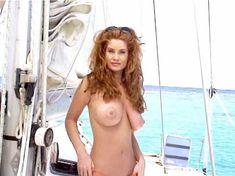 Сочная голая грудь Кэрри Стивенс в фильме Stripped and Outrageous Web Chicks фото #6