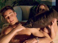 Голая Кэрри Стивенс в фильме «Она сказала. Я люблю тебя» фото #4