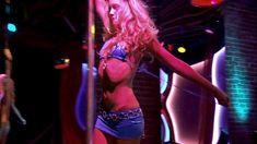 Кэти Кэссиди засветила грудь в фильме «Смерть в эфире» фото #2