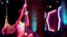 Кэти Кэссиди засветила грудь в фильме «Смерть в эфире» фото #8