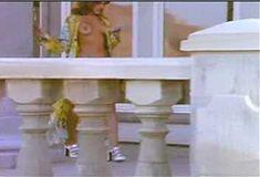 Голая Лайла Робертс в сериале «Эротические признания» фото #1