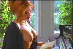 Голая Лайла Робертс в сериале «Эротические признания» фото #6