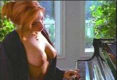 Голая Лайла Робертс в сериале «Эротические признания» фото #8