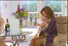 Голая Лайла Робертс в сериале «Эротические признания» фото #9