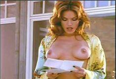 Голая Лайла Робертс в сериале «Эротические признания» фото #19