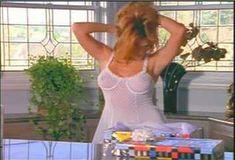 Голая Лайла Робертс в сериале «Эротические признания» фото #23