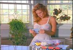 Голая Лайла Робертс в сериале «Эротические признания» фото #24
