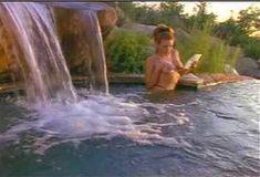 Голая Лайла Робертс в сериале «Эротические признания» фото #30
