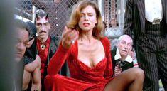 Лена Олин показала голую грудь в фильме «Ромео истекает кровью» фото #1