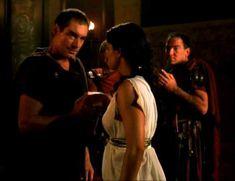 Засвет сосков Леонор Варела в сериале «Клеопатра» фото #5