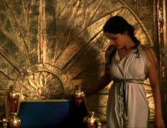 Засвет сосков Леонор Варела в сериале «Клеопатра» фото #9