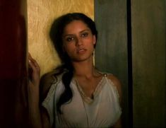 Засвет сосков Леонор Варела в сериале «Клеопатра» фото #14