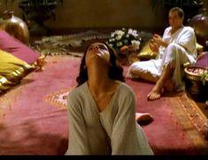 Засвет сосков Леонор Варела в сериале «Клеопатра» фото #17