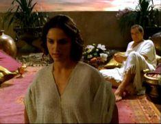 Засвет сосков Леонор Варела в сериале «Клеопатра» фото #20
