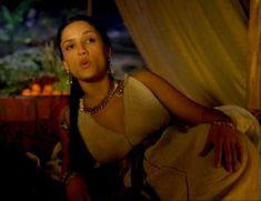 Засвет сосков Леонор Варела в сериале «Клеопатра» фото #33