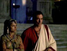 Засвет сосков Леонор Варела в сериале «Клеопатра» фото #51