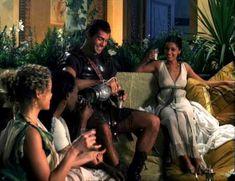Засвет сосков Леонор Варела в сериале «Клеопатра» фото #54