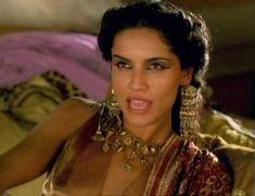 Засвет сосков Леонор Варела в сериале «Клеопатра» фото #57
