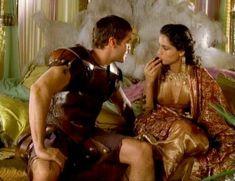 Засвет сосков Леонор Варела в сериале «Клеопатра» фото #58