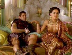 Засвет сосков Леонор Варела в сериале «Клеопатра» фото #59