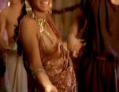 Засвет сосков Леонор Варела в сериале «Клеопатра» фото #64