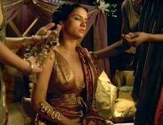 Засвет сосков Леонор Варела в сериале «Клеопатра» фото #65