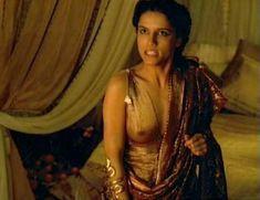 Засвет сосков Леонор Варела в сериале «Клеопатра» фото #66