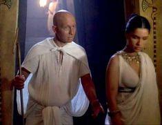 Засвет сосков Леонор Варела в сериале «Клеопатра» фото #69