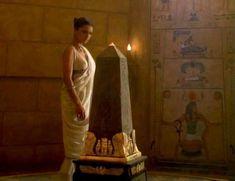 Засвет сосков Леонор Варела в сериале «Клеопатра» фото #70