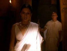 Засвет сосков Леонор Варела в сериале «Клеопатра» фото #71