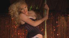 Ливэн Рамбин засветила сосок в сериале «Прохвосты» фото #2
