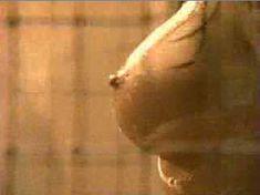 Голая Лиза Бойл в фильме «Страсть за решеткой» фото #4