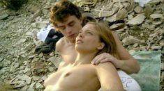 Лиззи Брошере снялась голой в фильме «У каждого своя ночь» фото #2