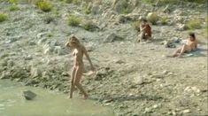 Лиззи Брошере снялась голой в фильме «У каждого своя ночь» фото #7